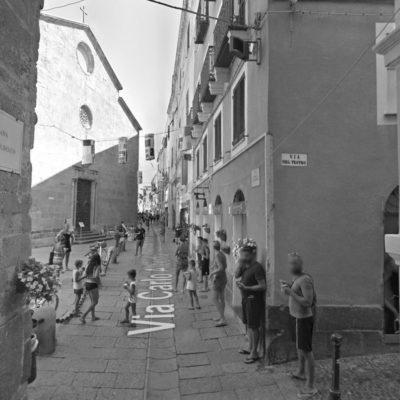 alghero-via-carlo-alberto-centro-storico-shopping-grey